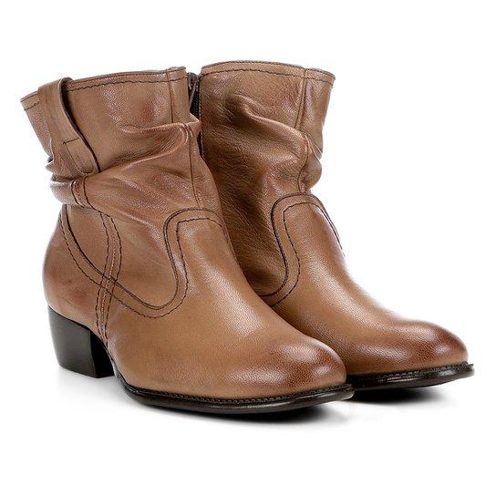 f53ccc5743 Bota Slouch Shoestock Couro Cano Curto Feminina - Marrom Claro ...