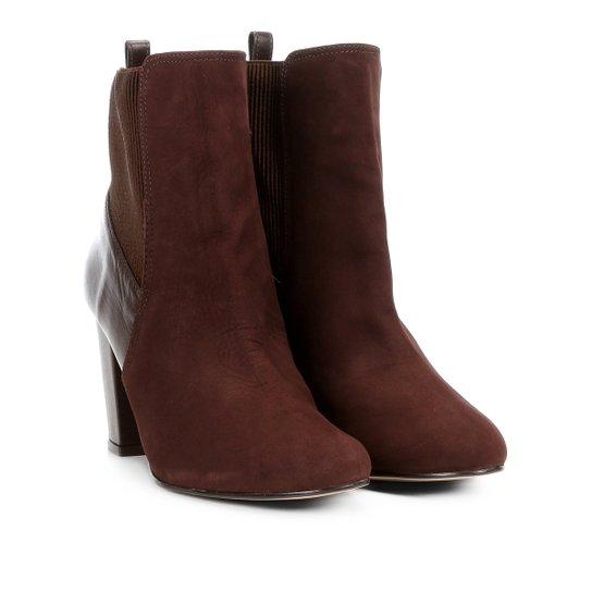 3096dd09be Bota Couro Cano Curto Shoestock Salto Grosso Feminina - Café ...