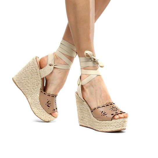 0152fbb86 Sandália Plataforma Couro Shoestock Flor Tiras Feminina - Nude ...