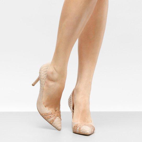 Scarpin Couro Shoestock Salto Alto Tachas - Bege