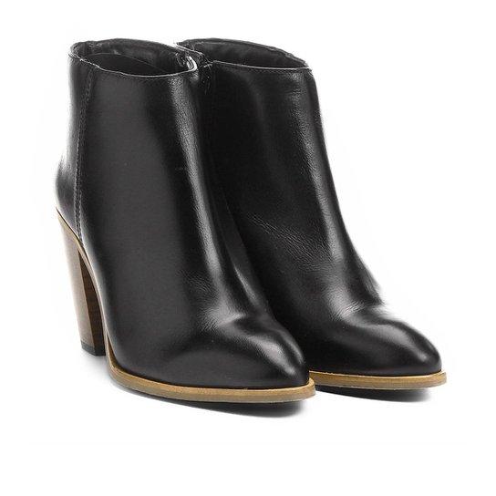 ec94c76fd6a Bota Couro Cano Curto Shoestock Assimétrica Feminino - Preto ...