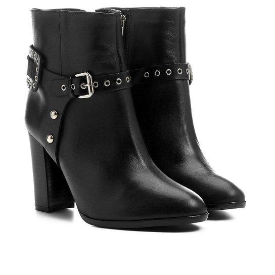 f07b6f061b3 Bota Couro Shoestock Cano Curto Salto Alto Detalhe Selaria Feminina - Preto