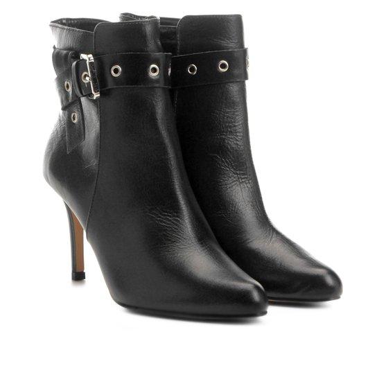 d3f1c5c8d Bota Couro Cano Curto Shoestock Salto Fino Fivela Feminina - Preto ...