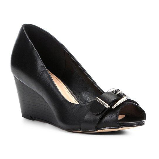 d611b75935 Peep Toe Couro Shoestock Anabela Fivela - Preto - Compre Agora ...