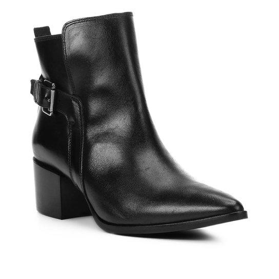9d32bba55 Bota Couro Cano Curto Shoestock Bico Fino Fivela Feminina - Preto ...
