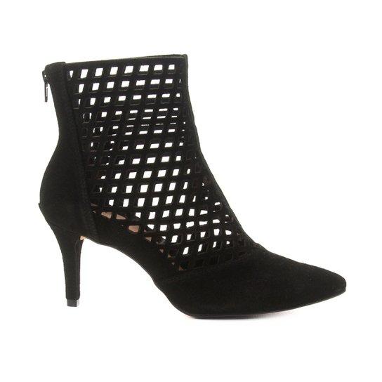cc361a8e3 Bota Cano Curto Shoestock Salto Fino Vazada Feminina - Preto | Shoestock