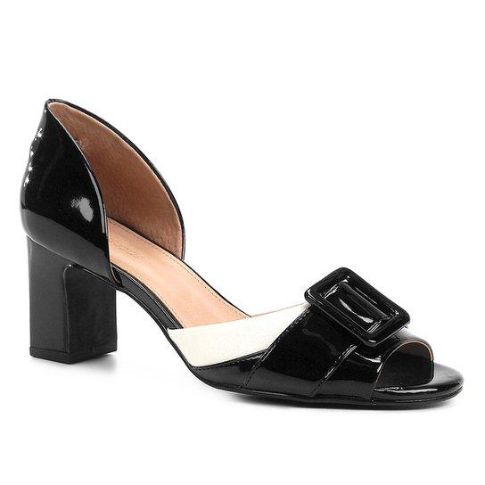 34d01577e5 Peep Toe Shoestock Verniz Fivela - Preto e Off White