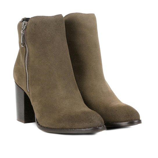 bb34af08f Bota Couro Cano Curto Shoestock Salto Bloco Feminina - Cinza   Shoestock