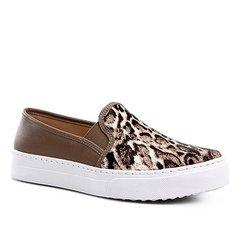 f7ac11ae530 Slip On Couro Shoestock Wild Onça Feminino