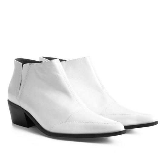 68e413173f Bota Couro Cano Curto Shoestock Bico Fino Feminina - Branco | Shoestock