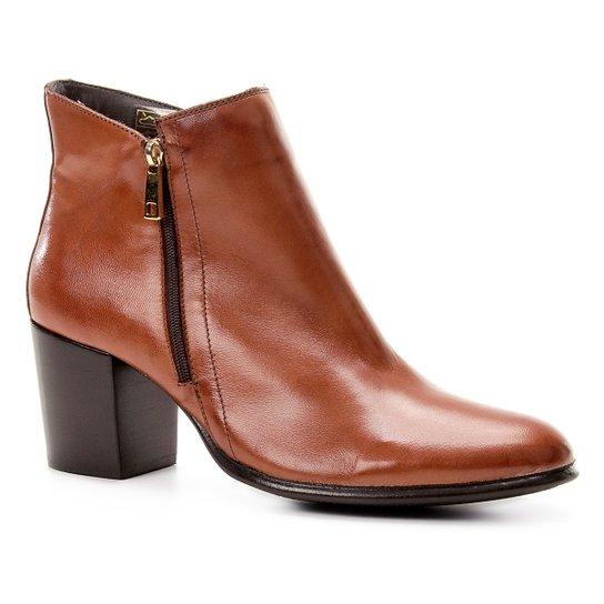 74a2bb55ef Bota Couro Cano Curto Shoestock Zíper Feminina - Caramelo - Compre ...