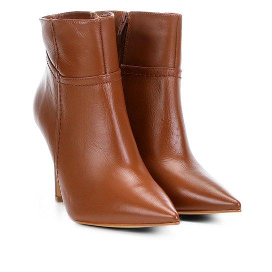 e22834e48 Bota Couro Cano Curto Shoestock Básica Bico Fino Feminina - Caramelo ...