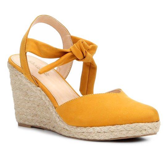 886afa8c2 Sandália Anabela Couro Shoestock High Vamp Feminina - Amarelo ...