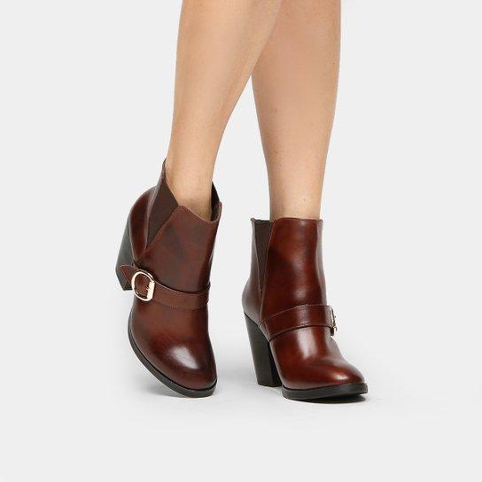 e773e7982 Bota Couro Cano Curto Shoestock Fivela Feminina - Marrom - Compre ...