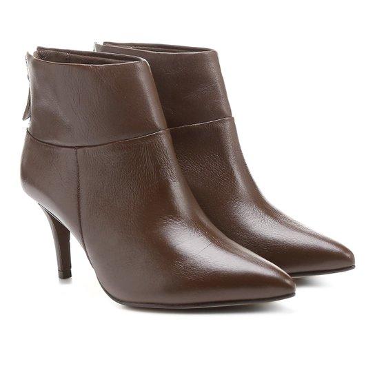 77afc9b37 Bota Couro Cano Curto Shoestock Bico Fino - Marrom | Shoestock