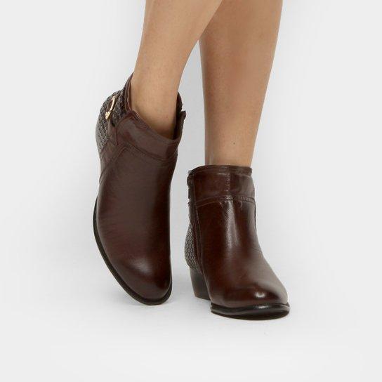 c445fb34158 Bota Couro Cano Curto Shoestock Flat Tressê Feminina - Marrom ...