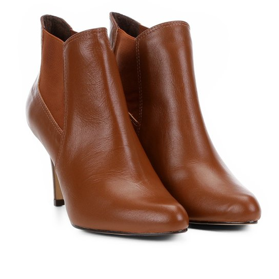 6afdd3cd1 Bota Couro Cano Curto Shoestock Salto Fino Feminina - Marrom | Shoestock