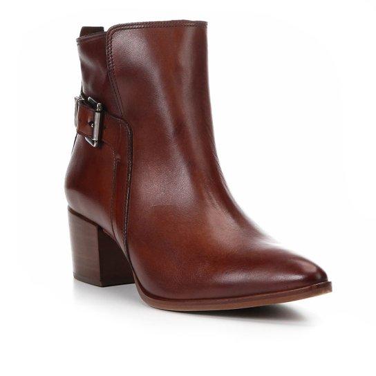 62fc78152 Bota Couro Cano Curto Shoestock Bico Fino Fivela Feminina - Marrom ...