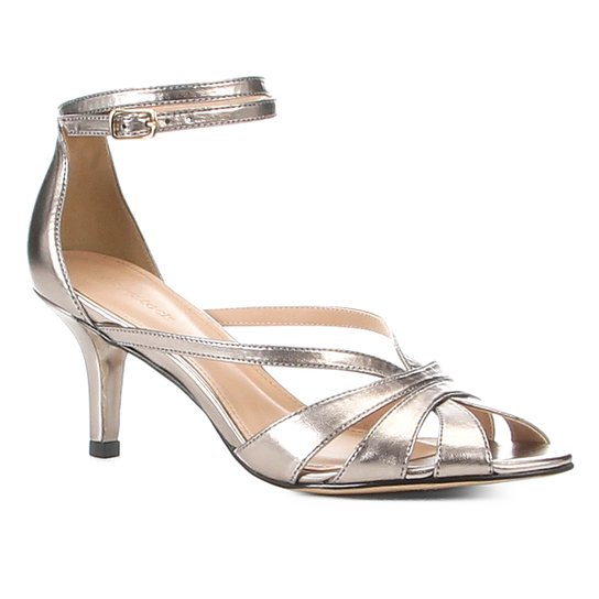 8d8be3050 Sandália Shoestock Salto Fino Strappy Metalizada Feminina - Prata ...