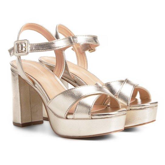 801996178 Sandália Shoestock Meia Pata Cruzada Feminina - Dourado | Shoestock