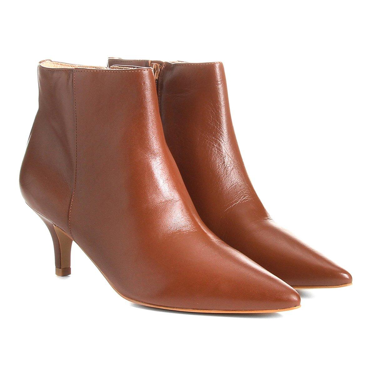 07ebcbb57f Bota Couro Cano Curto Shoestock Salto Curto Feminina - Compre Agora ...