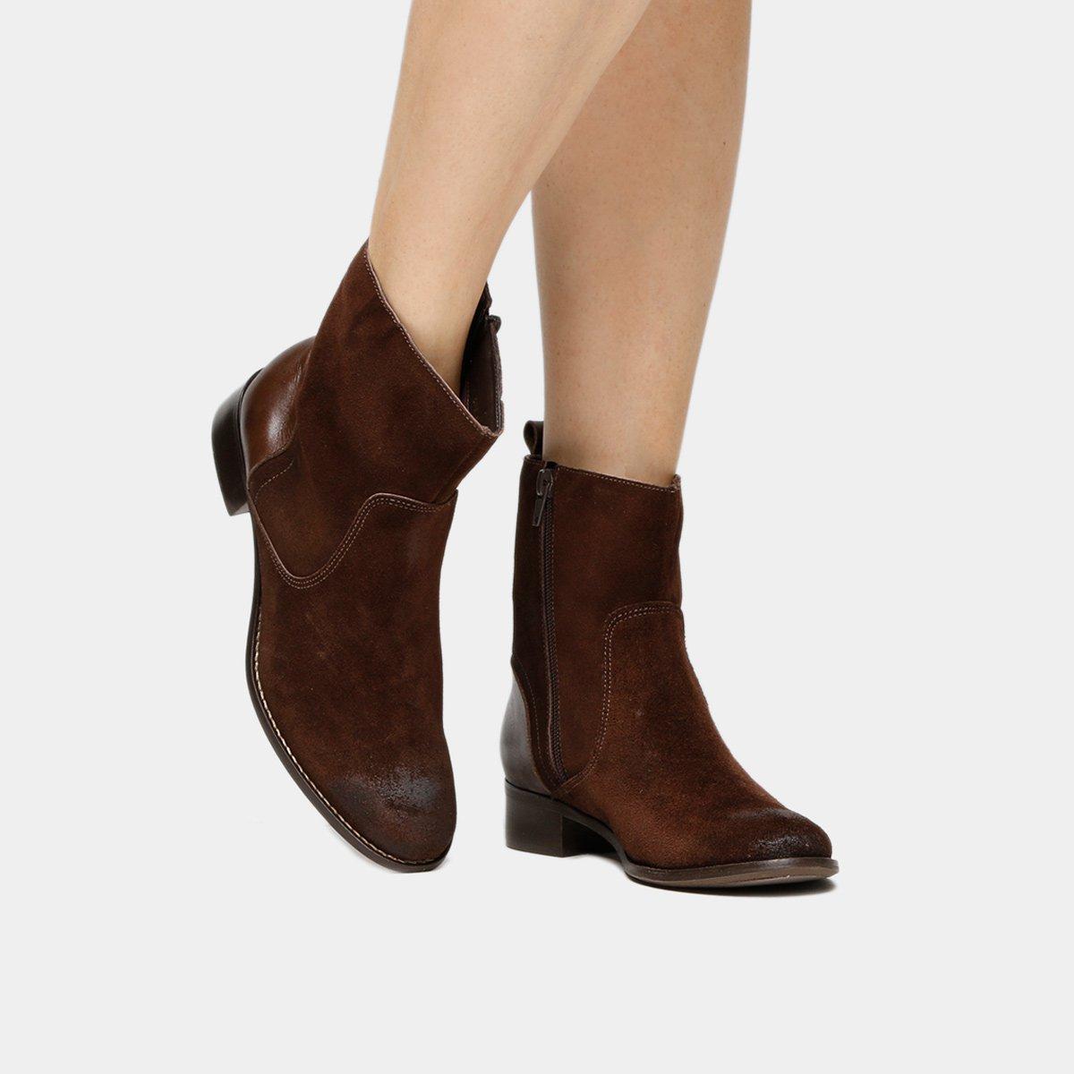 bde5012fbc Bota Couro Cano Médio Shoestock Flat Feminino - Marrom - Compre Agora