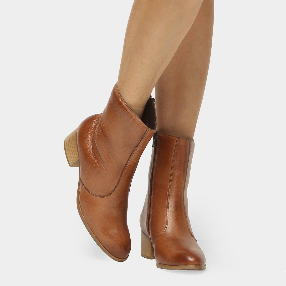 48230efed Bota Couro Cano Médio Shoestock Salto Bloco - Caramelo - Compre Agora
