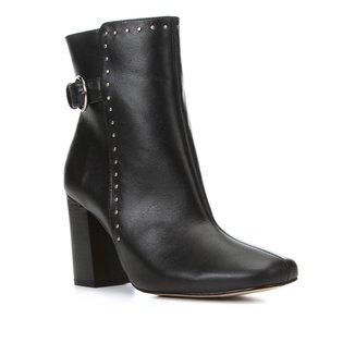 Bota Couro Shoestock Cano Curto Cravos Feminina