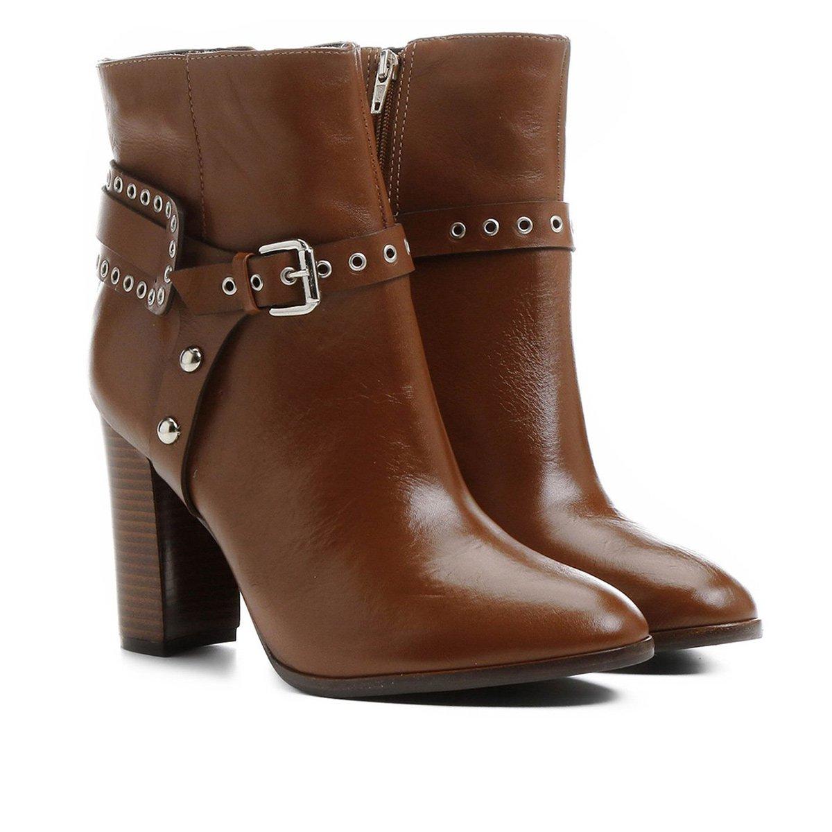5ed1caaa4 Bota Couro Shoestock Cano Curto Salto Alto Detalhe Selaria Feminina -  Caramelo - Compre Agora