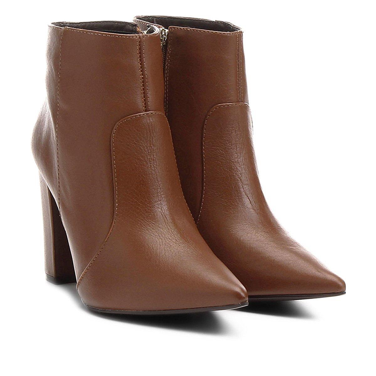 a669fdcd6c Bota Couro Shoestock Curta Bico Fino Salto Grosso Feminina - Compre Agora