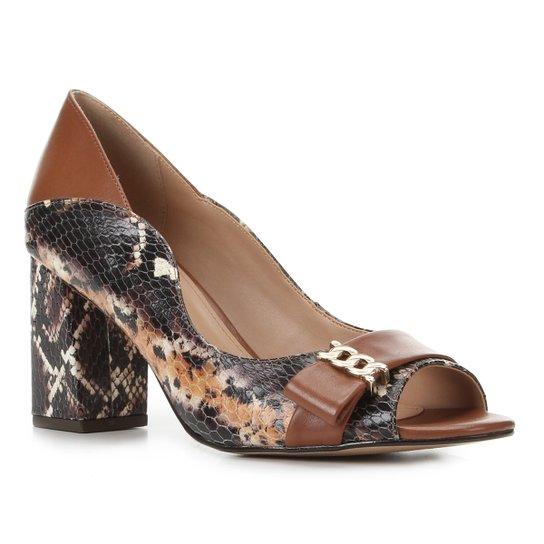 Peep Toe Couro Shoestock Salto Médio Cobra - Caramelo
