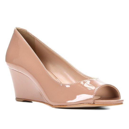 Peep Toe Shoestock Anabela Verniz Salto Médio - Nude
