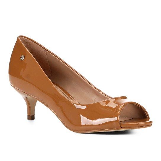 Peep Toe Shoestock Salto Baixo Verniz Naked - Amendoa