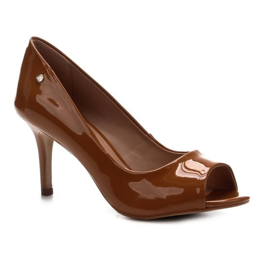 Peep Toe Shoestock Salto Médio Verniz Naked - Amendoa