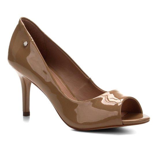 Peep Toe Shoestock Salto Médio Verniz Naked - Castanha