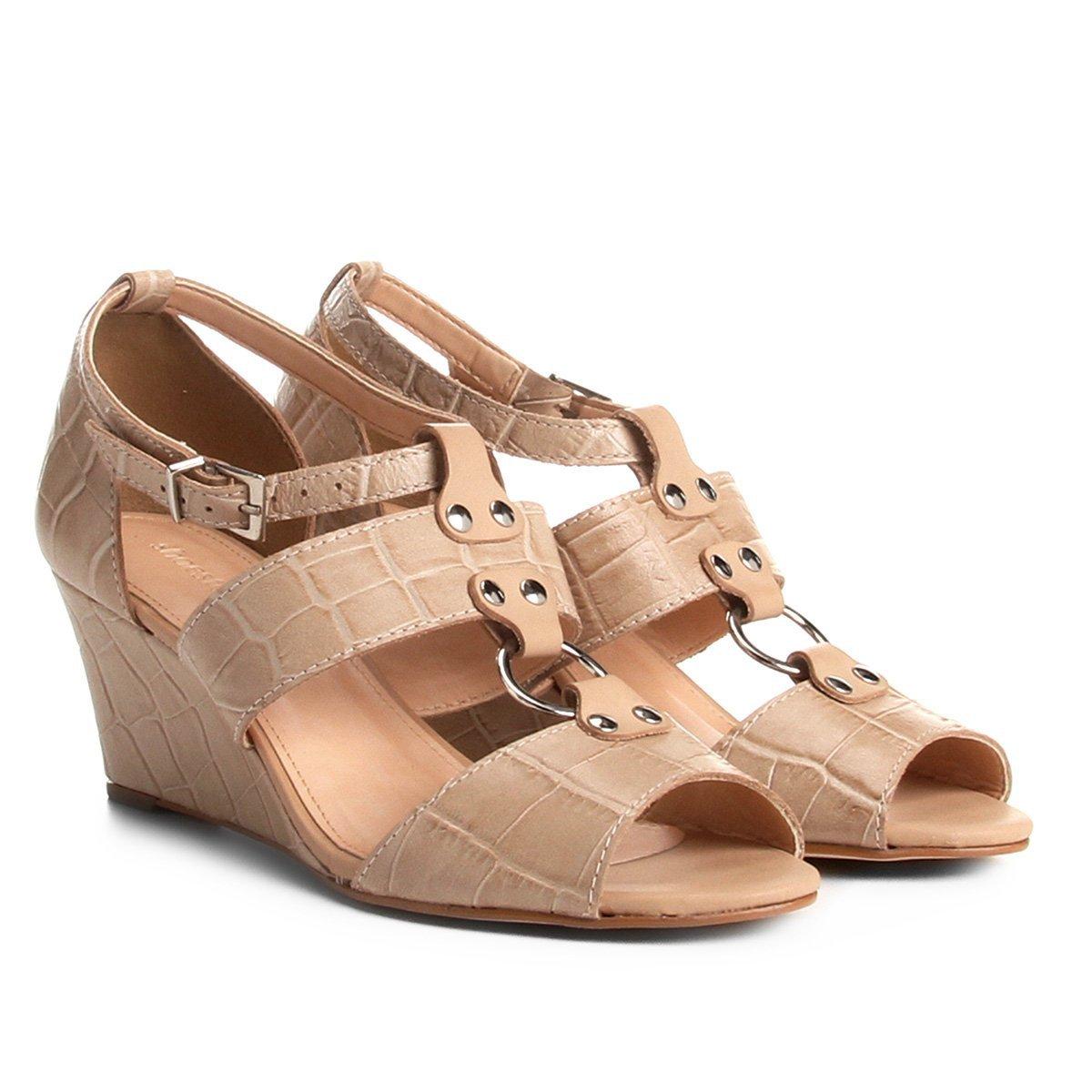 d06e02c383 Sandália Anabela Couro Shoestock Croco Feminina