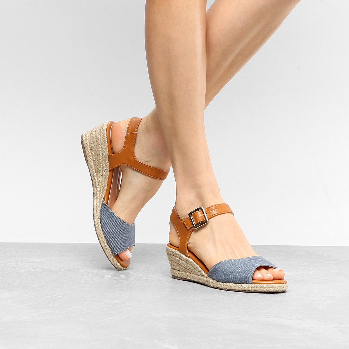 83b49ee211 Sandália Anabela Shoestock Salto Baixo Espadrille Feminina - Compre Agora