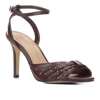 Sandália Couro Shoestock Laço Metais Salto Alto Feminina