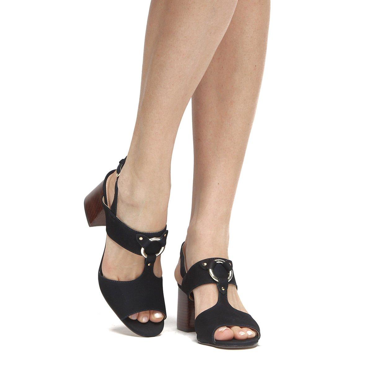 8662536cfb Sandália Couro Shoestock Salto Grosso Argola Feminina
