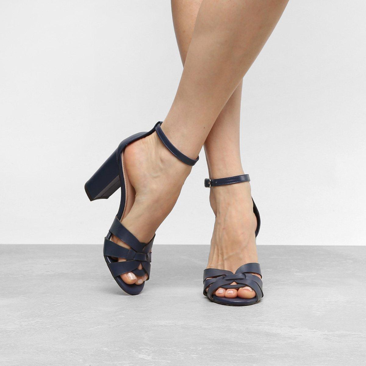 23e4d36222 Sandália Couro Shoestock Salto Grosso Feminina - Compre Agora ...