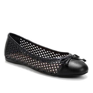 Sapatilha Shoestock Couro Bico Redondo Vazada