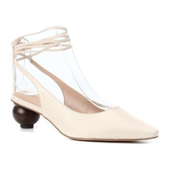 Scarpin Couro Shoestock Slingback Bico Fino Salto Baixo Redondo Feminino - Off White