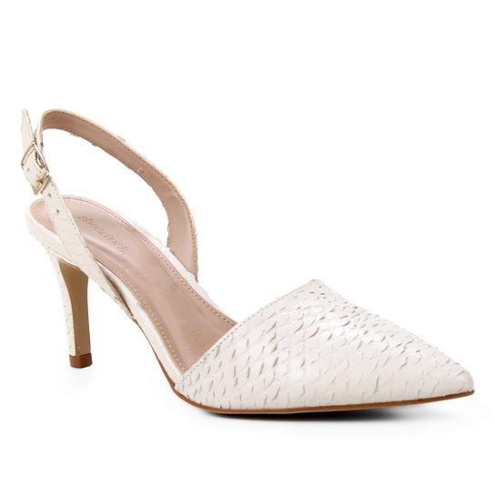 Scarpin Couro Shoestock Slingback Cobra Salto Médio - Off White