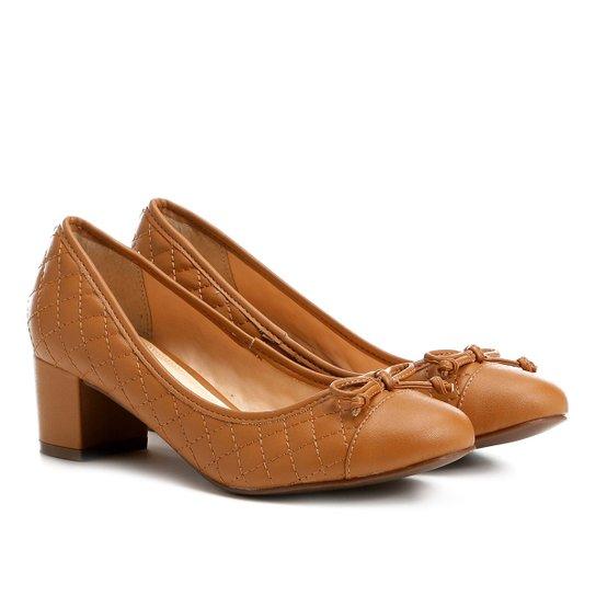 Scarpin Shoestock Salto Médio Matelassê - Caramelo